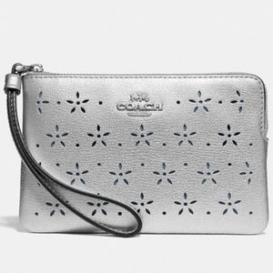 COACH Corner Zip Wristlet Silver Leather NEW NWT